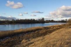 Ποταμός μετά από την ανατολή στοκ φωτογραφία