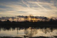 Ποταμός μετά από το ηλιοβασίλεμα Στοκ φωτογραφίες με δικαίωμα ελεύθερης χρήσης