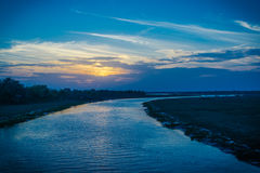 Ποταμός με το μπλε ουρανό Στοκ Εικόνα