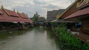 ποταμός ουρανού νερού που χτίζει Ταϊλανδό Στοκ φωτογραφία με δικαίωμα ελεύθερης χρήσης