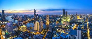 ποταμός, ουρανός, άποψη, Μπανγκόκ, ηλιοβασίλεμα, πανόραμα, πόλη, λυκόφως, ορίζοντας, εικονική παράσταση πόλης, κτήριο, ζωηρόχρωμο Στοκ Εικόνες