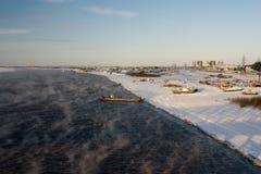 ποταμός παγώματος befor irtysh Στοκ Φωτογραφίες