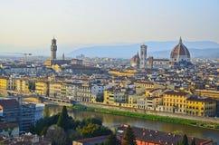 Ποταμός Παναγία del Fiore και Arno της Φλωρεντίας Στοκ Εικόνες