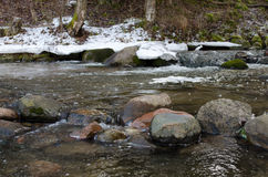 Ποταμός πετρών την άνοιξη Στοκ Εικόνες