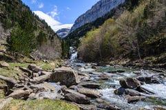 Ποταμός που ρέει στην κοιλάδα Ordesa, Αραγονία, Ισπανία Στοκ εικόνα με δικαίωμα ελεύθερης χρήσης