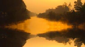 ποταμός πρωινού αλιείας αυγής Στοκ Φωτογραφίες
