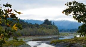 Ποταμός σε βόρεια Καλιφόρνια Στοκ Φωτογραφίες