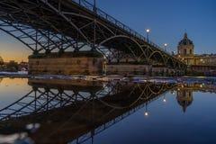 Ποταμός Σηκουάνας με Pont des Arts και Institut de Γαλλία στην ανατολή Στοκ Φωτογραφία