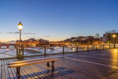 Ποταμός Σηκουάνας με Pont des Arts στην ανατολή στο Παρίσι Στοκ Εικόνα