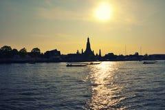 Ποταμός σκιαγραφιών λυκόφατος Στοκ φωτογραφίες με δικαίωμα ελεύθερης χρήσης