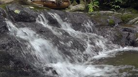 Ποταμός στα βουνά απόθεμα βίντεο