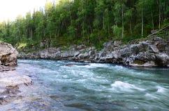 Ποταμός στα βουνά Στοκ εικόνα με δικαίωμα ελεύθερης χρήσης