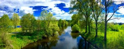 Ποταμός στη φύση Στοκ φωτογραφία με δικαίωμα ελεύθερης χρήσης