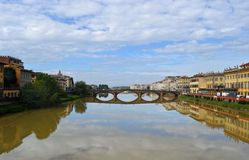 Ποταμός στη Φλωρεντία, Ιταλία Στοκ Εικόνες