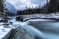 Ποταμός στο εθνικό πάρκο παγετώνων στοκ φωτογραφία