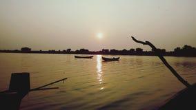 Ποταμός στο ηλιοβασίλεμα στοκ εικόνες