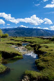 Ποταμός στο οροπέδιο του Θιβέτ Στοκ Φωτογραφίες