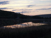 Ποταμός στο λυκόφως Στοκ εικόνες με δικαίωμα ελεύθερης χρήσης