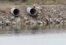 ποταμός σωλήνων σε δύο Στοκ Εικόνα