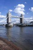 Ποταμός Τάμεσης Λονδίνο UK γεφυρών πύργων Στοκ φωτογραφίες με δικαίωμα ελεύθερης χρήσης