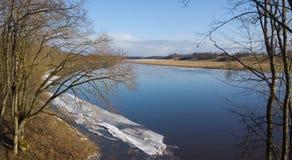 Ποταμός την άνοιξη Στοκ φωτογραφία με δικαίωμα ελεύθερης χρήσης