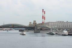 ποταμός της Μόσχας εικονικής παράστασης πόλης γεφυρών Στοκ Εικόνες
