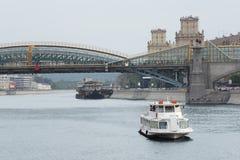 ποταμός της Μόσχας εικονικής παράστασης πόλης γεφυρών Στοκ Εικόνα