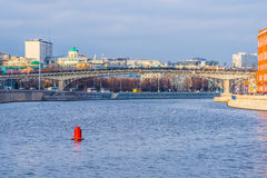 Ποταμός της Μόσχας και γέφυρα Patriarch's το φθινόπωρο Στοκ Φωτογραφία