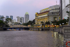 Ποταμός της Σιγκαπούρης και γέφυρα Cavenagh Στοκ Εικόνες