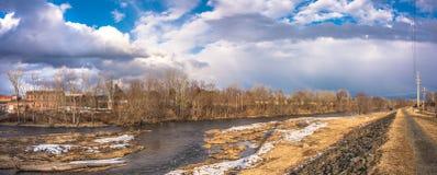 Ποταμός του Κοννέκτικατ στην πόλη Westfield στοκ φωτογραφία με δικαίωμα ελεύθερης χρήσης