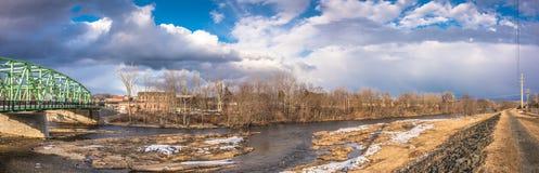 Ποταμός του Κοννέκτικατ στην πόλη Westfield στοκ φωτογραφία