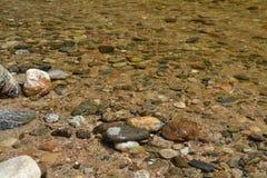 Ποταμός του κρυστάλλου - καθαρίστε το νερό στοκ εικόνες