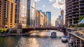 Ποταμός του Σικάγου μια όμορφη ημέρα - ΣΙΚΑΓΟ, ΗΠΑ - 12 ΙΟΥΝΊΟΥ 2019 στοκ φωτογραφία με δικαίωμα ελεύθερης χρήσης