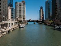 Ποταμός του Σικάγου που φαίνεται ανατολή από το Μίτσιγκαν Ave Στοκ Εικόνα