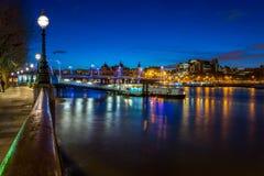 Ποταμός του Τάμεση τή νύχτα Στοκ Εικόνες