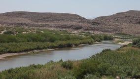 Ποταμός του Rio Grande στο μεγάλο εθνικό πάρκο Τέξας κάμψεων απόθεμα βίντεο