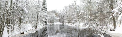 Ποταμός το χειμώνα Στοκ Εικόνες