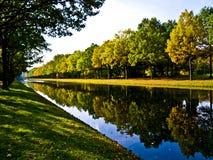 ποταμός τραπεζών στοκ εικόνα με δικαίωμα ελεύθερης χρήσης