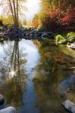 ποταμός φθινοπώρου φυσι&kap Στοκ Εικόνες