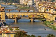 Ποταμός Φλωρεντία Τοσκάνη Ιταλία Arno αντανακλάσεων γεφυρών Vecchio Ponte στοκ εικόνες