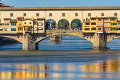 Ποταμός Φλωρεντία Τοσκάνη Ιταλία Arno αντανακλάσεων γεφυρών Vecchio Ponte στοκ φωτογραφίες με δικαίωμα ελεύθερης χρήσης