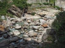 ποταμός χείμαρρων βουνών Στοκ εικόνες με δικαίωμα ελεύθερης χρήσης