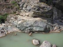ποταμός χείμαρρων βουνών Στοκ φωτογραφία με δικαίωμα ελεύθερης χρήσης