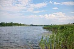 Ποταμός Χωριό Pluta Ουκρανία Στοκ φωτογραφία με δικαίωμα ελεύθερης χρήσης