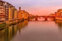 Ποταμός Arno και γέφυρα, Φλωρεντία, Ιταλία στοκ φωτογραφίες