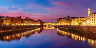 Ποταμός Arno και Ponte Vecchio στη Φλωρεντία, Ιταλία Στοκ εικόνες με δικαίωμα ελεύθερης χρήσης