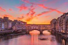 Ποταμός Arno και Ponte Vecchio στη Φλωρεντία, Ιταλία Στοκ εικόνα με δικαίωμα ελεύθερης χρήσης