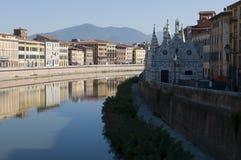 Ποταμός Arno στην Πίζα, Ιταλία στοκ φωτογραφίες με δικαίωμα ελεύθερης χρήσης