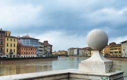 Ποταμός Arno στην Πίζα, Ιταλία στοκ εικόνα