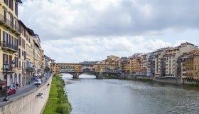 Ποταμός Arno στην πόλη της Φλωρεντίας - της ΦΛΩΡΕΝΤΙΑΣ/της ΙΤΑΛΙΑΣ - 12 Σεπτεμβρίου 2017 Στοκ φωτογραφίες με δικαίωμα ελεύθερης χρήσης